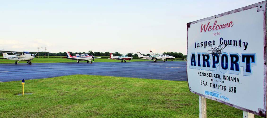 Jasper County Airport Apron Traffic (Image Credit: J. Keiper)